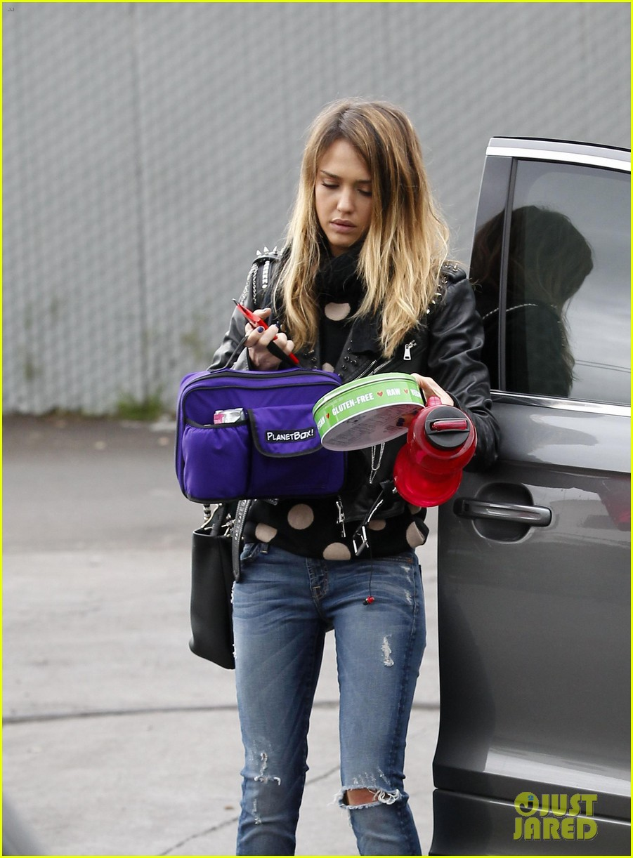 jessica alba honor matching oufits for lunch 04